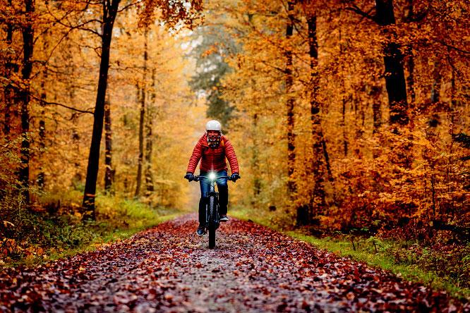 Regelmäßig zu jeder Jahreszeit auf zwei Rädern unterwegs zu sein, schafft nicht nur gute Laune, sondern bedeutet auch zwei Krankheitstage weniger pro Jahr. ©Bosch-ebike.com