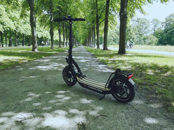 E-Roller.com – das Informationsportal für Elektrokleinstfahrzeuge hat für uns den Metz Moover auf einer Probefahrt getestet.