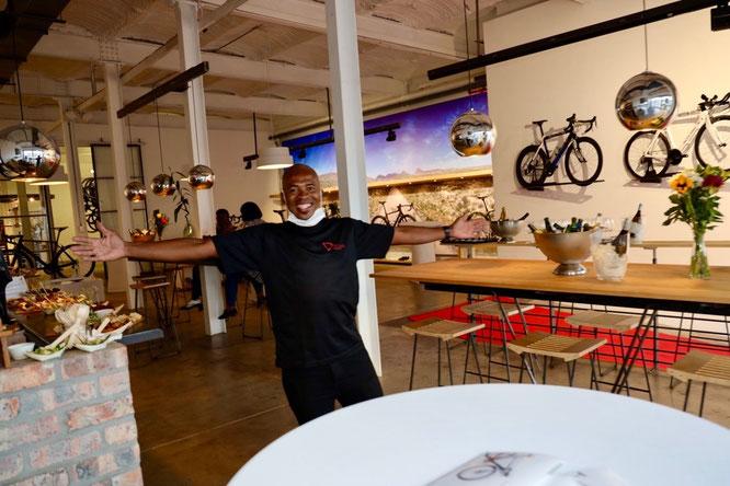 Storeleiter Max bei der Eröffnungsfeier des neuen Stores ©Storck