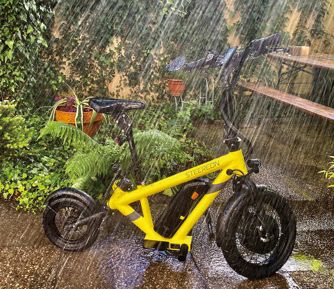 Die hochwertigen hydraulischen Bremsen funktionieren selbst bei starkem Regen einwandfrei. © VeloTOTAL / Andreas Burkert