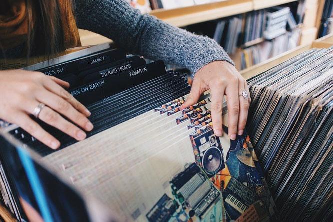 Vinylplatten und Plattenspieler sind heute wieder beliebt // ©Pixabay