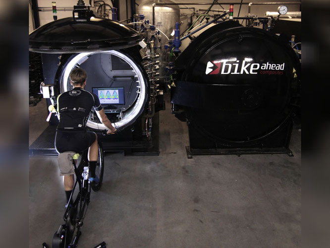 Bike Fitting Studio in den Produktionshallen bei all ahead composites mit Hardware der Firma Velometrik GmbH