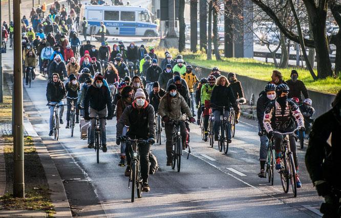 Knapp 100 Teilnehmende durch Deutschland für eine klima- und menschenfreundliche Verkehrswende ©Changing Cities
