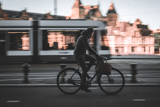 """Das kostenlose E-Book """"Fahrradsicherheit: Das Zweirad im urbanen Raum"""" — Bild von Vedant SHAH auf Pixabay"""