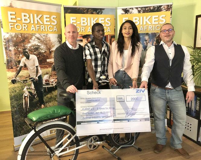 """Zweirad-Industrie-Verband unterstützt """"E-Bikes for Africa"""" mit Geldspende"""