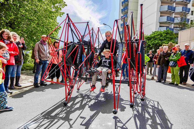 """Liegeräder, Lastenräder und Velomobile – mit und ohne Motor und alles kann man Probefahren – auch ungewöhnliche Konstruktionen wie """"Das Biest"""" von Hase Bikes. Fotos: Spezialradmesse"""