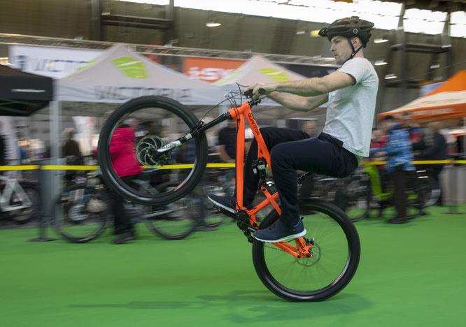 """Fahrrad- & Erlebnis-Reisen mit Wandern"""" wächst um ein Drittel / E-Bike-Markt weiter im Aufwind / Neues Messe-Segment Thermik"""