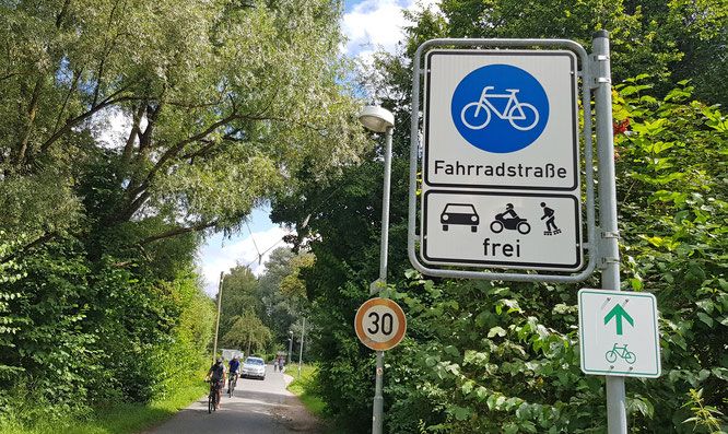 Was gilt in der Fahrradstraße? Vorrang für Radelnde / Foto: © DEKRA