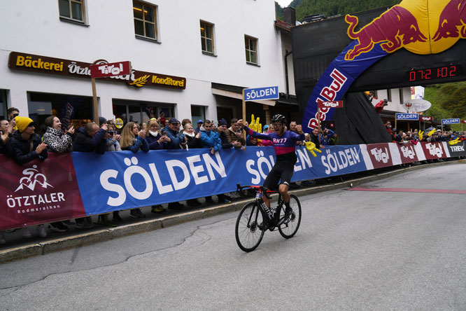 Johnny Hoogerland kommt ins Ziel  ©www.oetztaler-radmarathon.com
