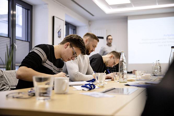 Das Unternehmen bietet allen Auszubildenden während ihrer Berufsausbildung viele praktische Workshops an. Foto: Wertgarantie Group, Archiv