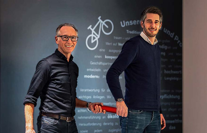 Dirk Niermann übergibt den Staffelstab an Christian Junker / Foto: Hebie