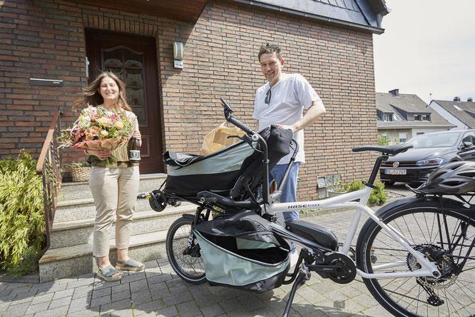 Essen auf Rädern mal anders: Gastronom Stefan Manier liefert ein komplettes Menu mit dem PINO aus ©Hase Bikes