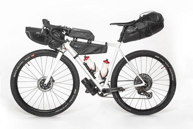 Mit dem, lt. Hersteller, weltweit leichtestem Bikepacking-Taschenset und ultraleichten Rucksäcken von Cyclite unbeschwert auf Tour