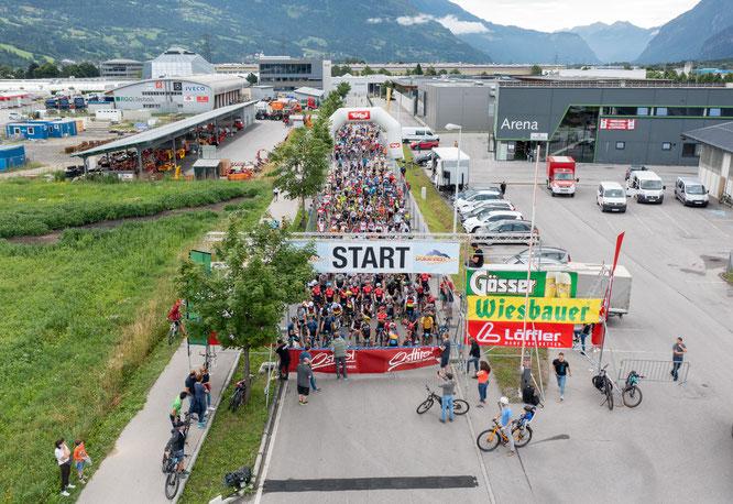 Start der 33. Dolomitenradrundfahrt bei der RGO-Arena ©Expa Pictures