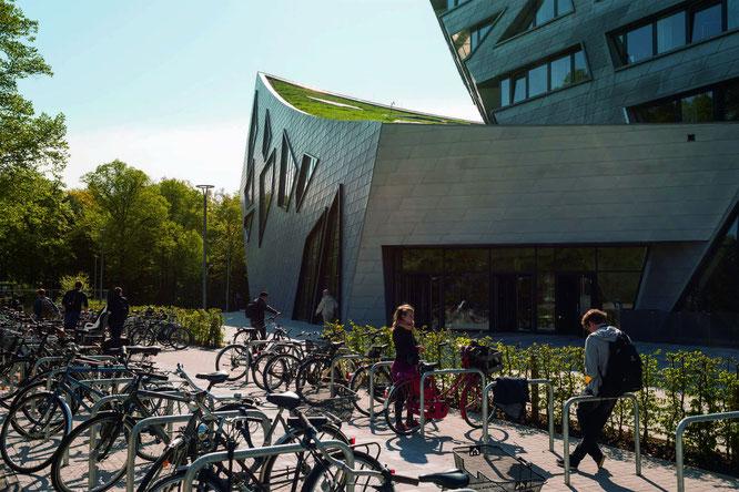 Fahrradfreundliches Zentralgebäude der Hochschule Leuphana © Leuphana