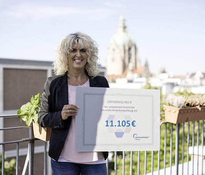 Marion Wessel vom Wertgarantie-Fahrrad-Team freut sich über die über 11.000 Euro Spende.