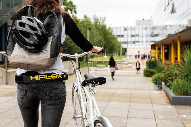 Radfahren bedeutet auch, im Straßenverkehr angreifbarer als etwa ein Autofahrer zu sein. Moderne Helme helfen Radlern dabei, sicher zu fahren und anzukommen.