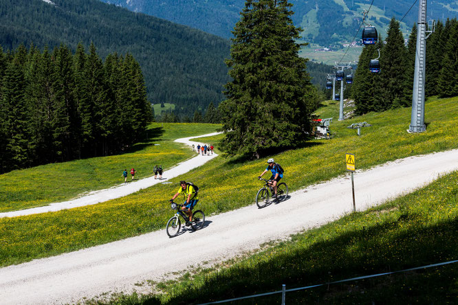 Die Ehrwalder Alm bietet zahlreiche Bike-Routen für alle Niveaus © FroZen Lights