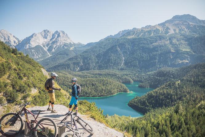 Wunderschöne Ausblicke auf dem Blindseetrail  ©Tiroler Zugspitz Arena / C. Jorda