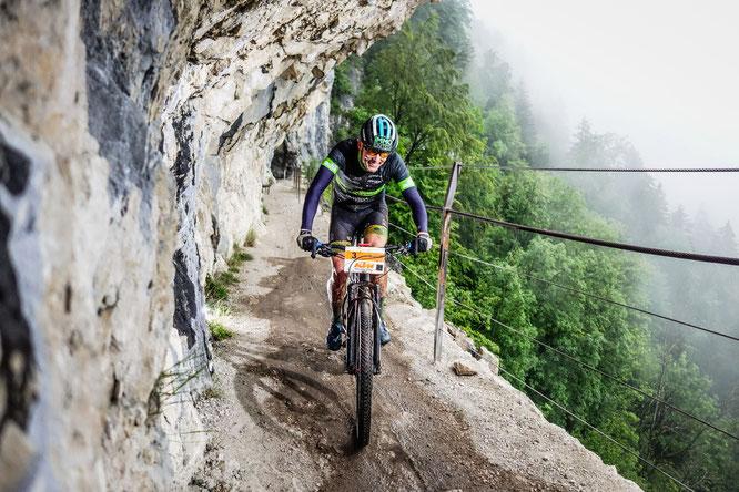 """Foto: Sportograf - Lukas Kaufmann führt mit seiner Bestzeit am Race-Day auch bei der """"Salzkammergut Trophy Individuell""""."""