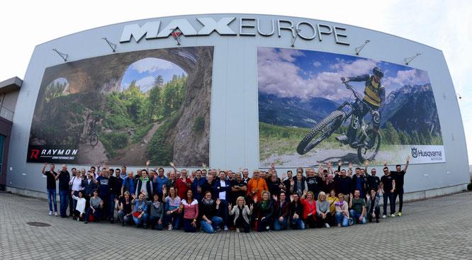©Majid Bargh Djelveh - Fachhandelsreise Pexco nach Bulgarien - Alle Teilnehmer vor Maxcom