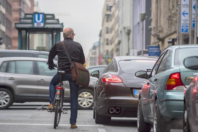 Vor allem im Stadtverkehr: Weg vom Auto, hin zum Fahrrad – das fordert der ADFC Rheinland-Pfalz als langfristige Strategie.   Foto: ADFC