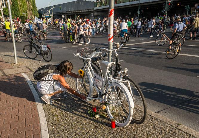 Mahnwache für eine getötete Radfahrererin, Berlin-Spandau, Altstädter Ring/Seegefelder Strasse, 19.8.2020// ©Norbert Michalke/Changing Cities