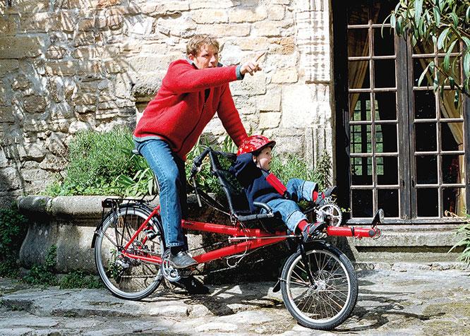 Marec Hase und Sohn auf dem Tandem-Elterntaxi-Lastenrad Pino ©Hase