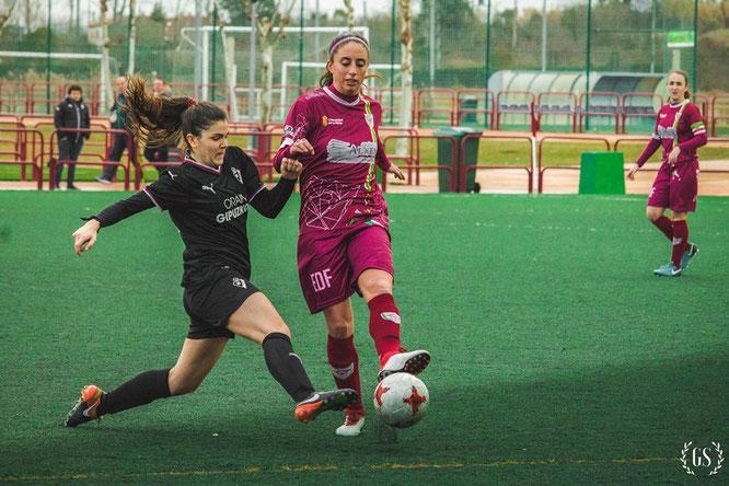 Lorena Valderas (eibartarra jugando en el EDF) y Kattalin (Eibar) - Foto: Sandra Galilea