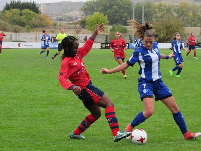 Jeny (Aurrera) y Claudia Dagá (Alavés Gloriosas) - Foto: Marian Barchino