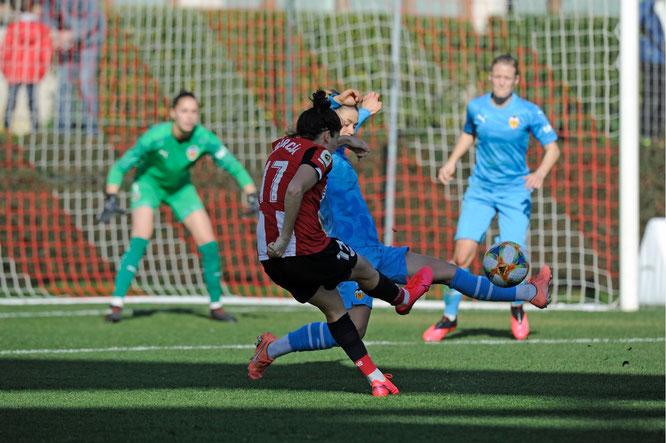 Jugada en la que Lucía marca el único gol del encuentro - Foto: Athletic Club