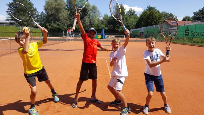 von links nach rechts: Daniel Schmid, Sami Wehner, Ben Kraus, Bastian Hauser