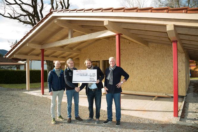 Foto mit Scheck-Übergabe der Firma Herecon an den TC Bernau