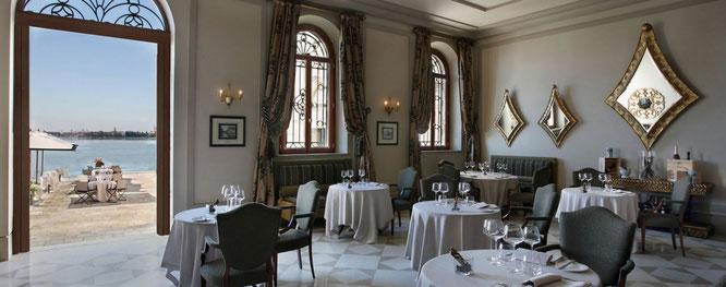 Restaurant mit Blick auf Venedig