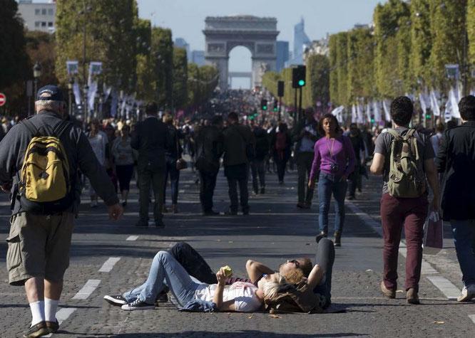 Die Champs-Élysees als Fussgängerzone