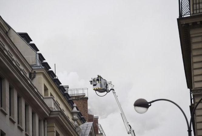 Feuerwehr beim Löschen des Ritz Paris