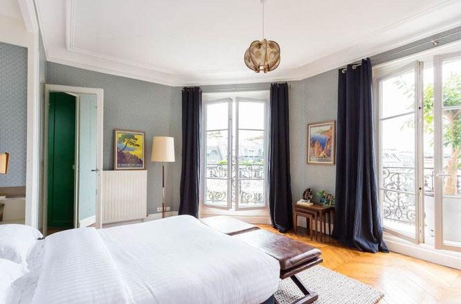 Schlafzimmer in Luxuswohnung in Paris