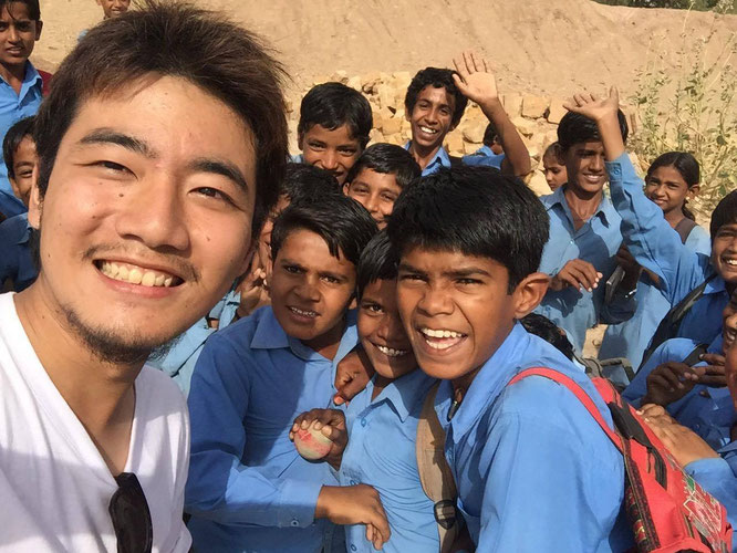 Days in Myanmar, Sasa and local kids.