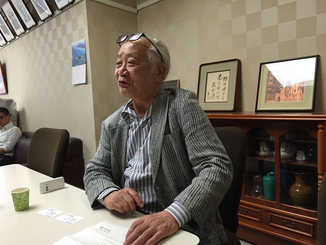 Chuo Alumni Association Chairman Shuji Hisano speaks during an interview with Hakumon Herald at his office.