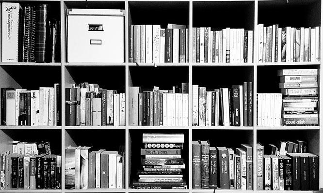 Bücherregal; Die Bücher meiner Leute; Bücherliebe; Bücherprojekt; Herzensprojekt; live4happiness2day; bloggingforinspiration