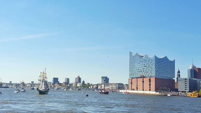 Elbphilharmonie; Elphi; Elphi-Liebe; Hafencity; Hafengeburtstag; Was lange währt wird endlich gut; Hamburg; Hamburger Hafen; LocalLoves; live4happiness2day; bloggingforinspiration