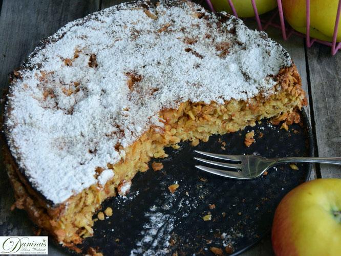 Saftiger Apfelkuchen - Rezept mit Haferflocken. Gesund und schnell gemacht! Konditor-Rezept by Daninas Dad.