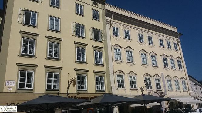 Am Waagplatz hatte die Bürgerstadt Salzburg um 800 n. Chr. ihren Schwerpunkt. Links eines der ältesten Häuser, das Traklhaus