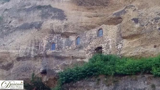 Salzburg, die spätantiken Katakomben von St. Peter sind aus dem Mönschbergfelsen gehauen.