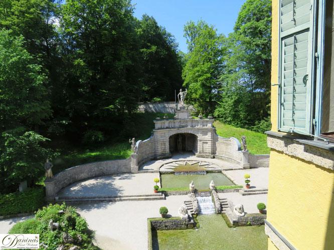 Sternweiher und Exedra - Blick direkt aus dem Schloss Hellbrunn, Salzburg
