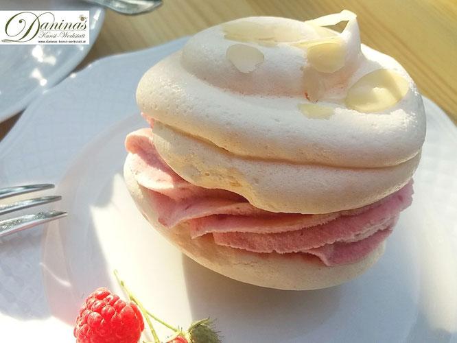 Baiser mit himmlischer Himbeersahne-Füllung. Zartes, sommerliches Dessert. Konditor-Rezept by Daninas Dad.