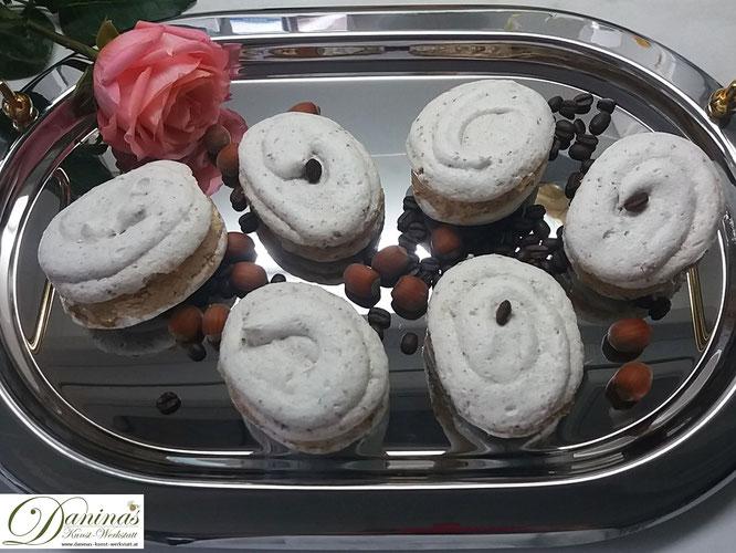 Meringue mit Buttercreme Rezept. Weihnachtsdessert Baiser mit feiner Moccacreme, Konditor-Rezept by Daninas Dad.