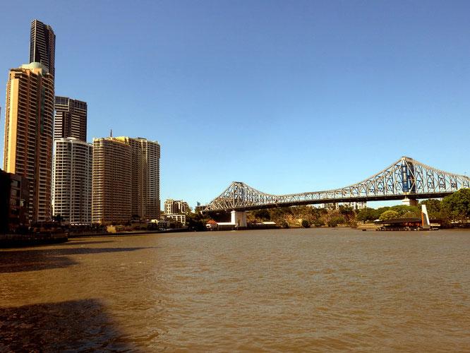 Die Story Bridge überspannt den Brisbane River vom Kangaroo Point nach Norden