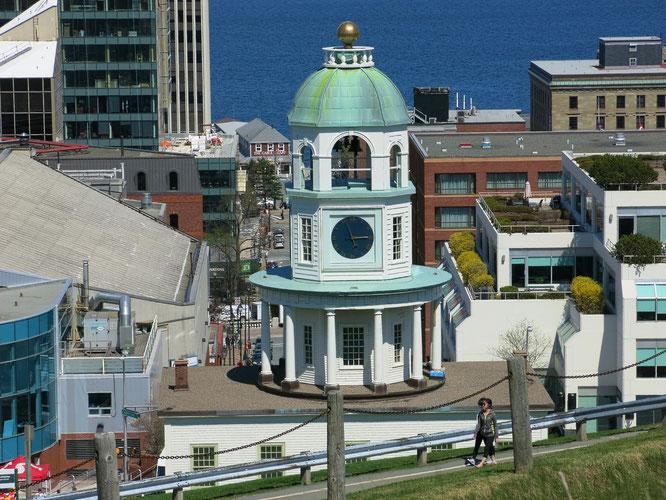 Das Wahrzeichen von Halifax der Uhrenturm.