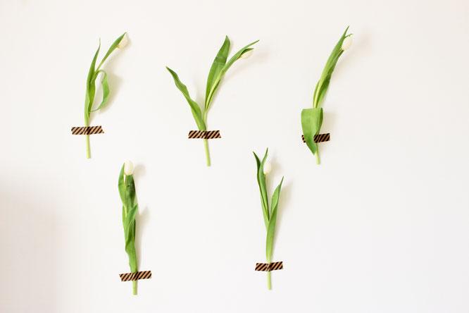 Bild: DIY Wanddeko mal Anders, Blumen als Photobooth Hintergrund, Partydeko mit Blumen, gefunden auf Partystories.de